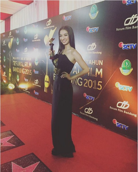 photo raline shah cantik