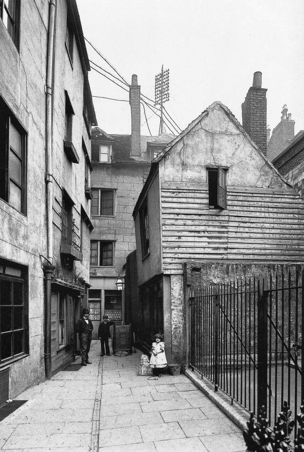Rarely Seen Vintage Photographs Of A Lost London From