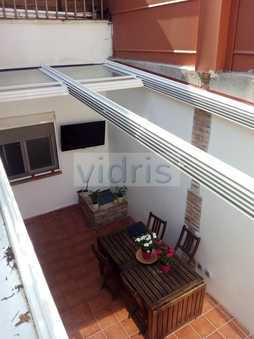 Cortinas de cristal y techos m viles en catalu a for Techos moviles para terrazas precios