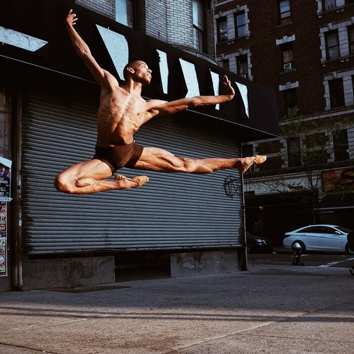 37 Captivating Portraits Of Ballet Dancers Dancing On New York Streets