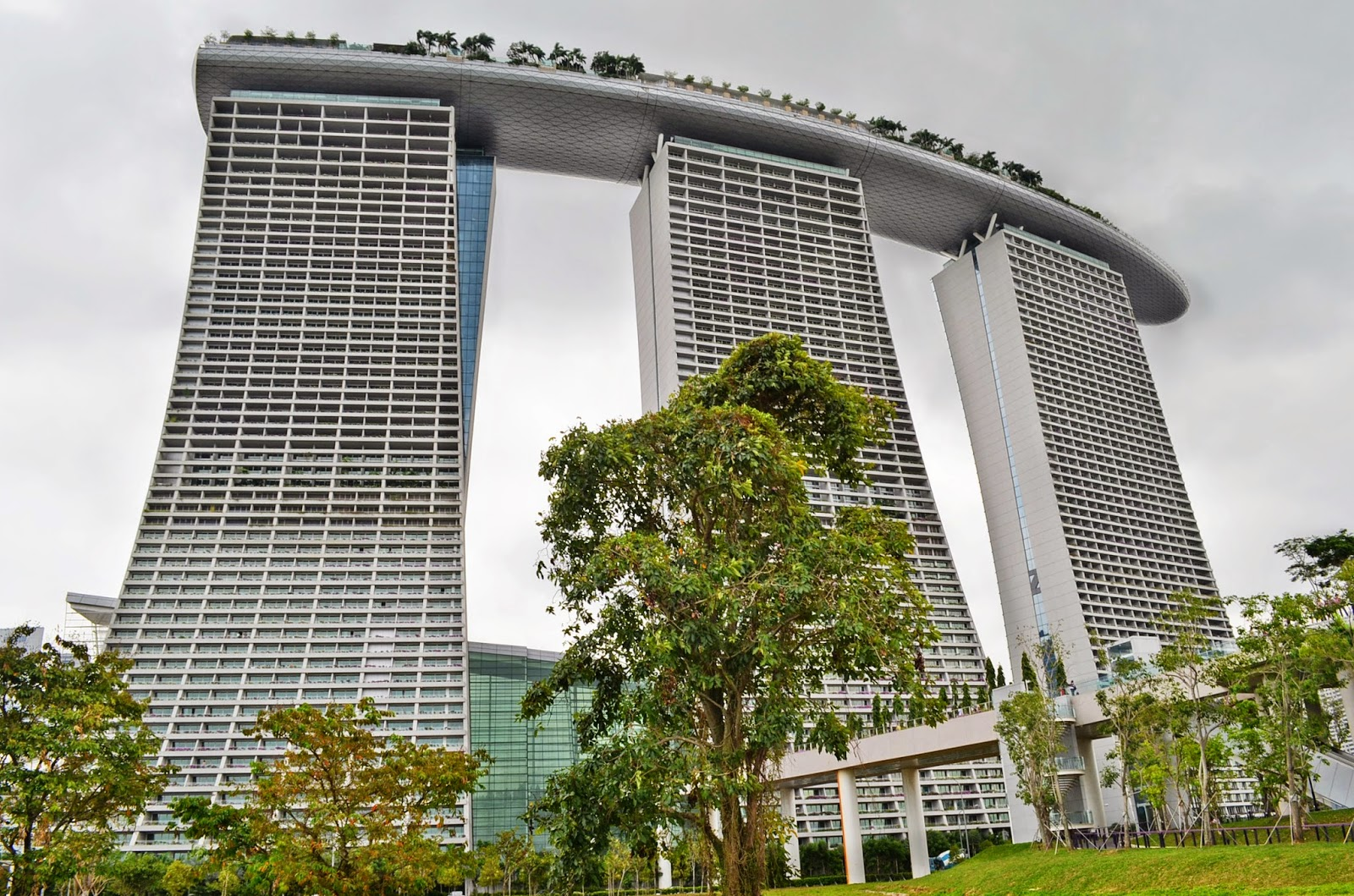 Marina Bay Sands resort opens in Singapore | Daily Mail Online