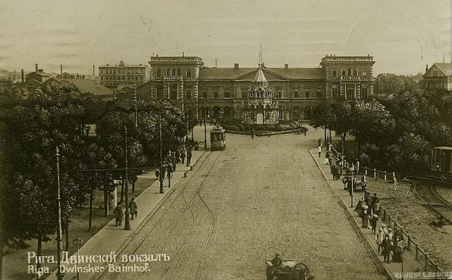 1910-е годы. Рига. Двинский вокзал (Rīgas-Dinaburgas dzelzceļa stacija) и часовня Святого Александра Невского