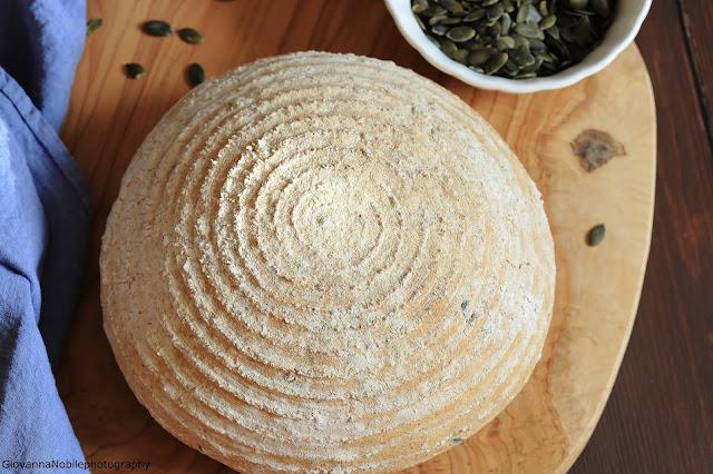 Pane integrale con semi di zucca e papavero