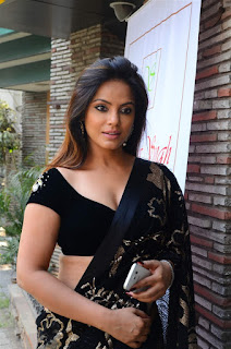 Neetu Chandra in Black Saree at Designer Sandhya Singh Store Launch Mumbai (26).jpg