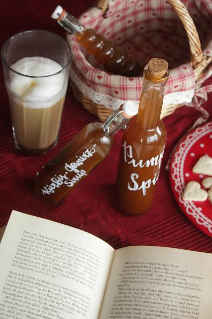Pumpkin-Spice-Latte? Mit selbstgemachtem Sirup! | https://kuechenliebelei.blogspot.com/2017/11/kurbis-gewurz-sirup.html