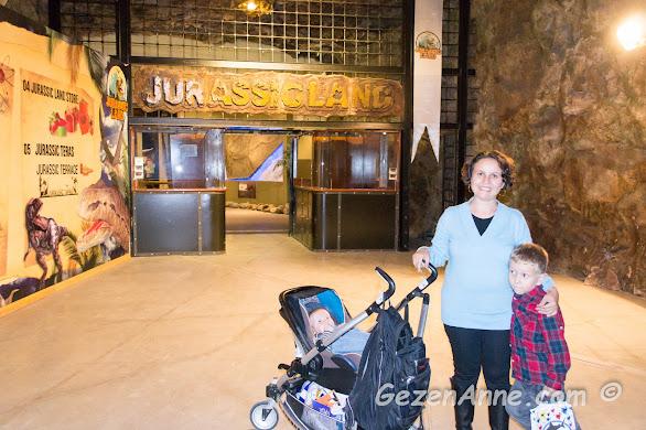 Jurassic Land'in mağaraya benzer girişi, Forum İstanbul AVM