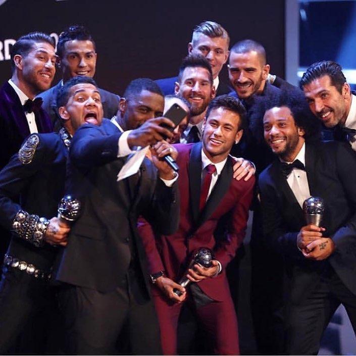 Selfie Terbaik Dunia Tahun 2017 dari Para Juara Sepak Bola