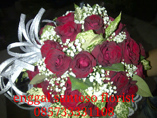rangkaian bunga untuk pengantin hand bouquet mawar merah