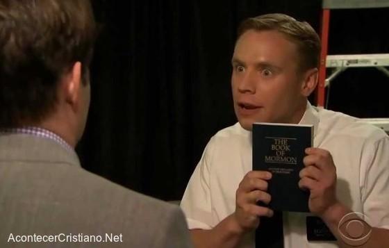 Mostrando el Libro de Mormón