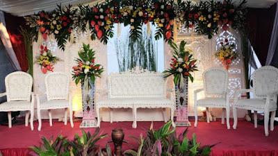 Model Pelaminan untuk Pesta Pernikahan di Halaman Rumah Minimalis Namun Berasa Sakralnya 16 Model Pelaminan untuk Pesta Pernikahan di Halaman Rumah Minimalis Namun Berasa Sakralnya