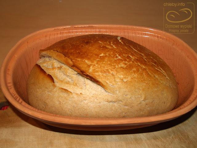 Chleb pszenno-żytni z orkiszem z garnka rzymskiego
