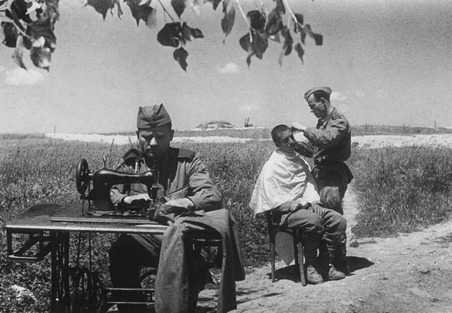 Shocking Pictures Of WWII Captured By Soviet Photographer (Graphic Content)