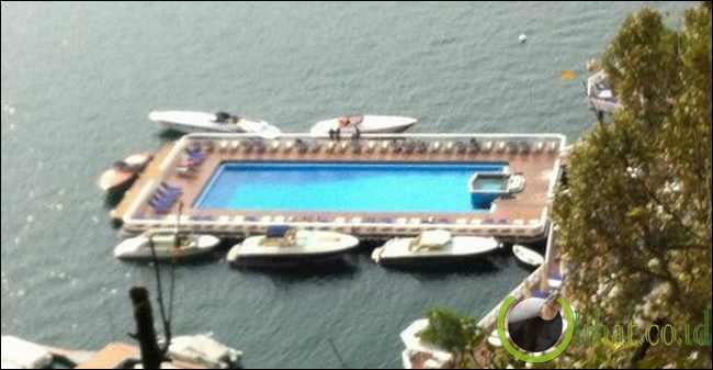Floating Pool di Hotel Villa D'Este, Danau Como, Italia