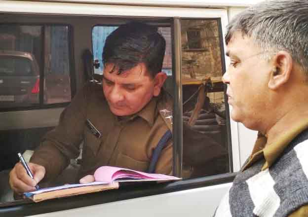 Faridabad police stays tax evasion of public place smokers, fined