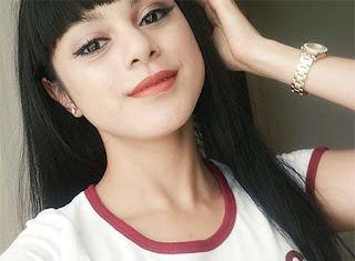 Jasmine Noor Pakai Jam Tangan