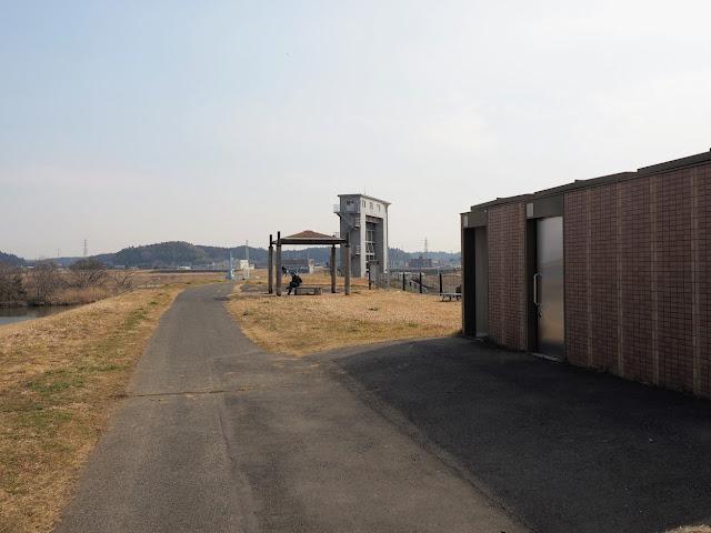 利根川 水郷大橋 トイレ