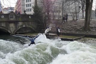 Surf en el río Eisbach.
