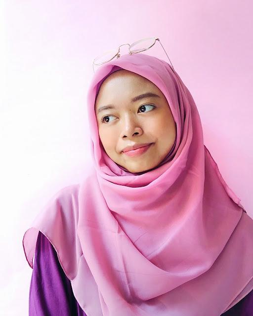 bagaimana padu padan hijab dusty pink