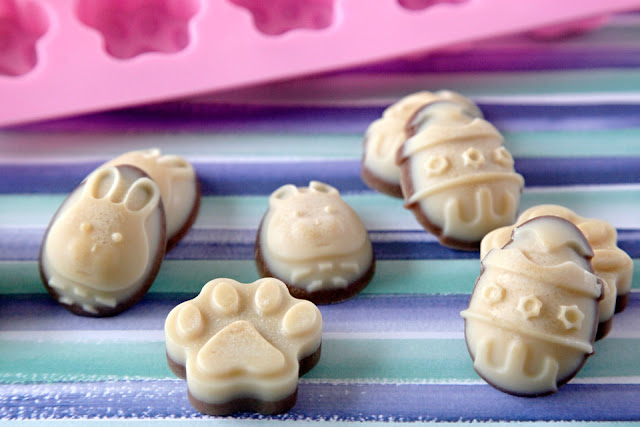 "Dog-safe Easter ""chocolates"" shaped like Easter eggs and paw prints"