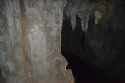 Bagian dalam gua Lagang yang gelap