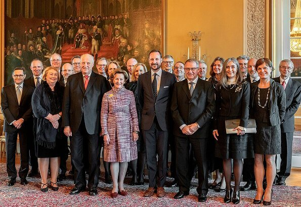 King Harald, Queen Sonja and Crown Prince Haakon attended the official luncheon. Crown Princess Mette-Marit