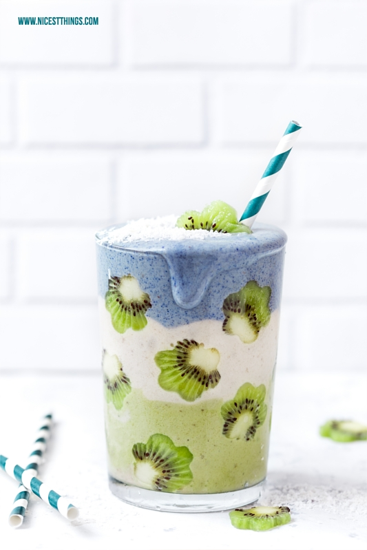 Smoothie Art Smoothie Stack grün blau Kiwi Blumen