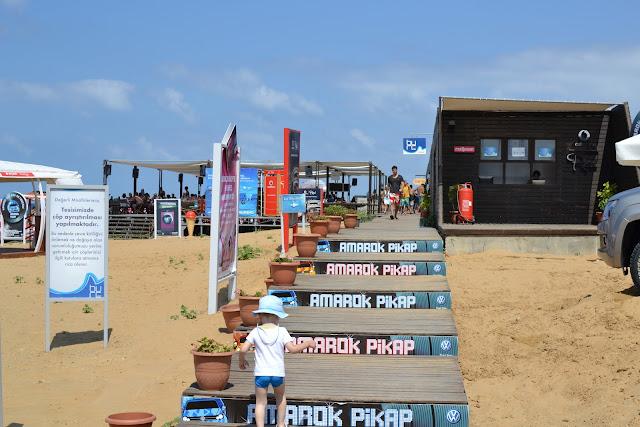 yemek yeme alanı ve dükkanlar, Burc Beach Kilyos