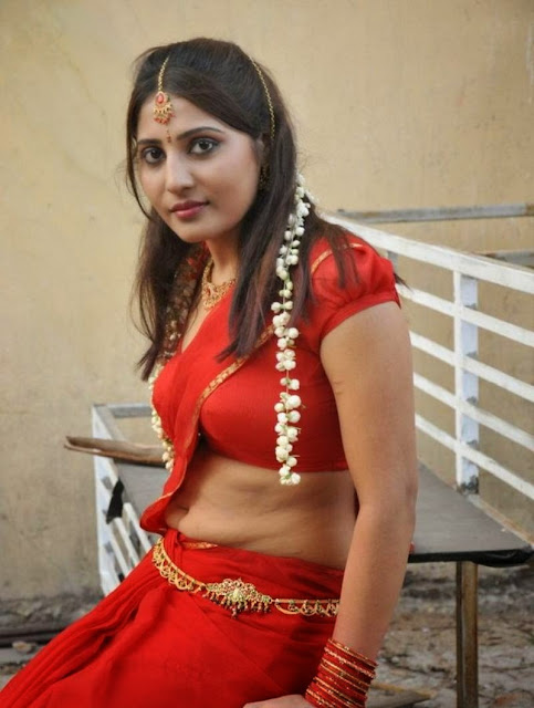 Bhojpuri-Girl-In-Red-Sari