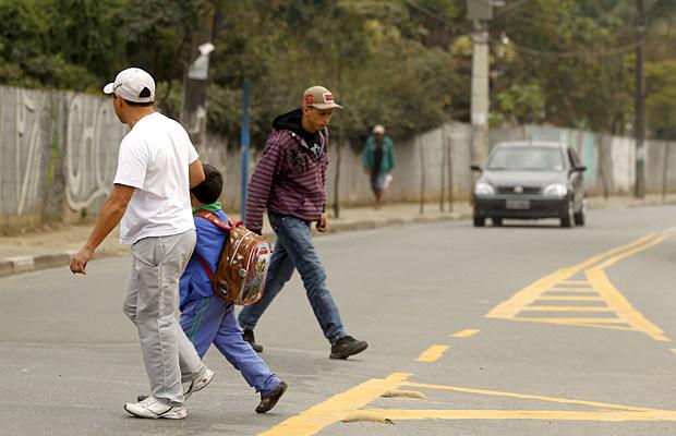 Governo cria norma para multar pedestres e ciclistas a partir de 2018