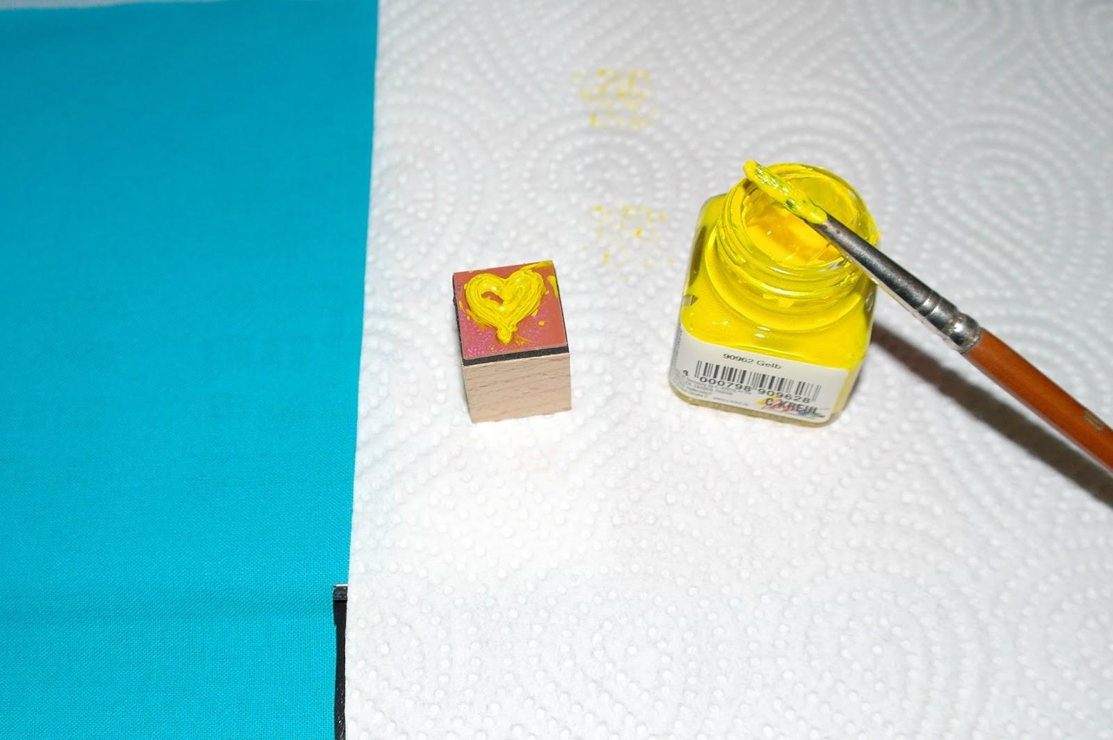 hauptstadtmonster herzen utensilos aka stoffe bedrucken mit stempel. Black Bedroom Furniture Sets. Home Design Ideas