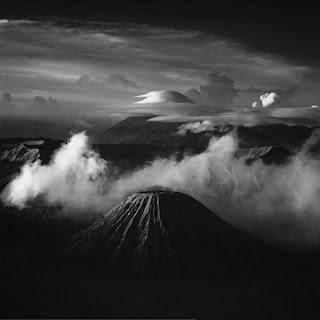 Paisaje blanco y negro - volcan
