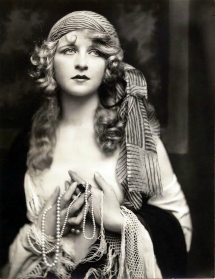 A Vintage Nerd, Myrna Darby Grave, Woodlawn Cemetery, Mary Pickford Burial, Vintage Blog, Where Old Hollywood Stars are Buried