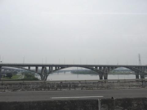 Buslover's 公車紀實記錄本: 20170406 667 板橋-臺北車站 搭乘記錄