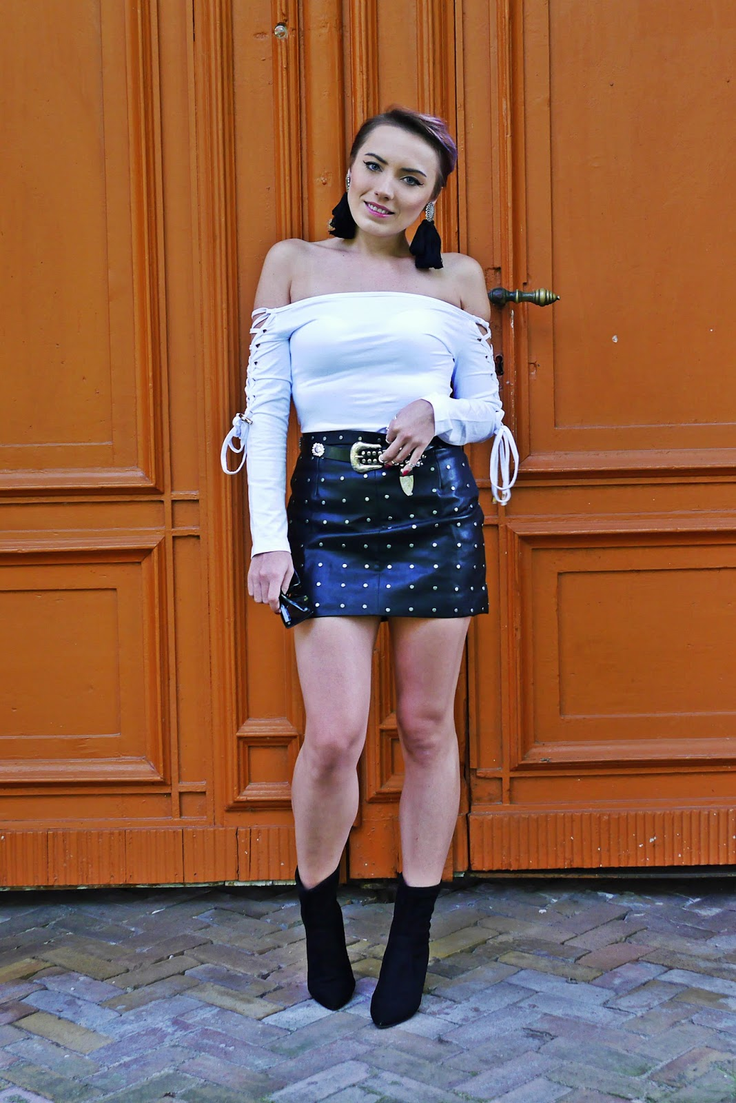 1_dresslily_offshoulder_top_spike_leather_skirt_socks_shoes_karyn_blog_modowy_110917a
