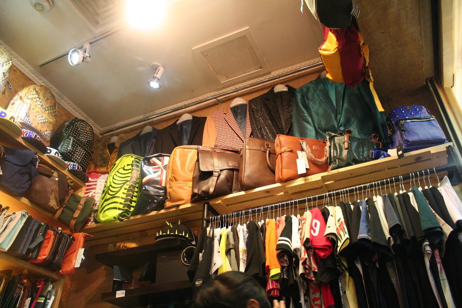 kalau dibagian atas itu tas sama blazer dibawahnya koleksi kaos-kaos 8cea61f421
