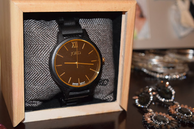 must have accessories, wood watch, holiday gift guide