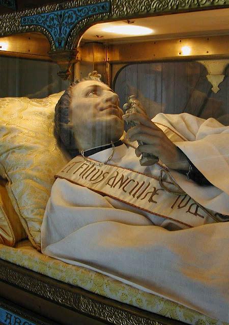 Imagem de São Luis Grignion de Montfort venerada em St. Laurent-sur-Sèvre, onde está seu túmulo.