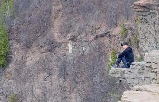 Joven se fue a la Montaña, Pero alguien lo estaba observando