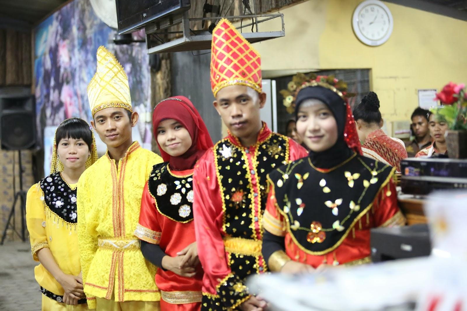 Pakaian Adat Sulawesi Tengah Nggembe