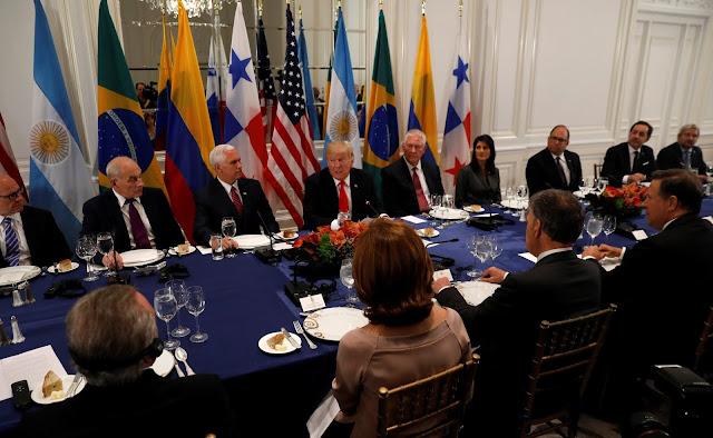 """Trump alerta que Venezuela """"está colapsando"""" y coordina acciones con latinoamericanos"""