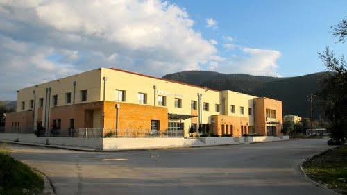 Μεταφέρουν τον εξοπλισμό από το ΙΚΑ Ηγουμενίτσας στην Ανατολή Ιωαννίνων