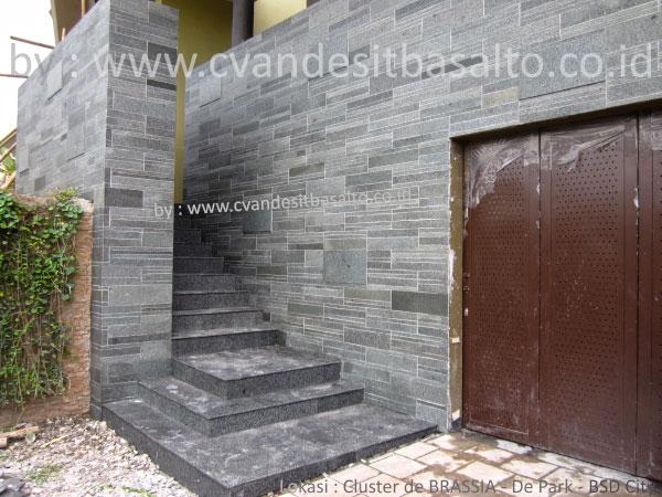 harga batu alam untuk dinding depan rumah