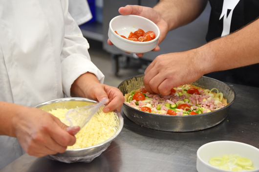 Frische Spargeltarte beim Kochkurs im Van der Valk Hotel