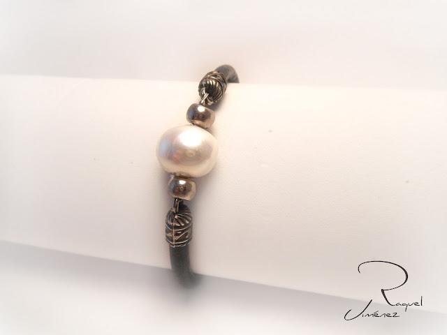 pulsera,cuero,perla