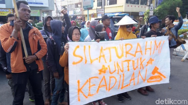 Ingin Bertemu Ibunda Jokowi, Pendemo PT RUM Dihadang Masuk Solo