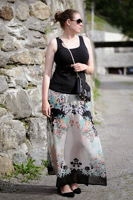 http://seaofteal.blogspot.de/2014/08/japanische-blumen-japanese-florals.html