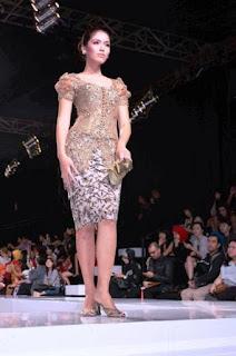 Dress batik kombinasi brokat untuk pesta