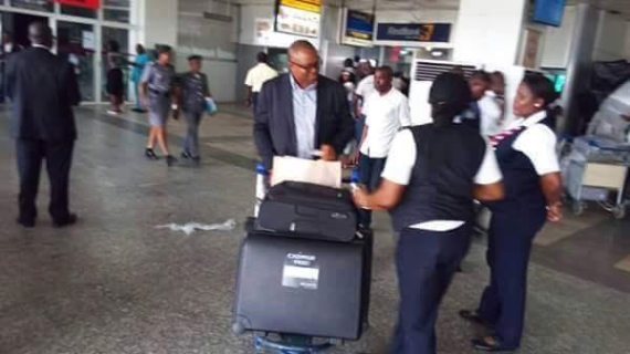 Photos: Former Governor, Peter Obi reportedly declines help from airport officials, carries his own luggage