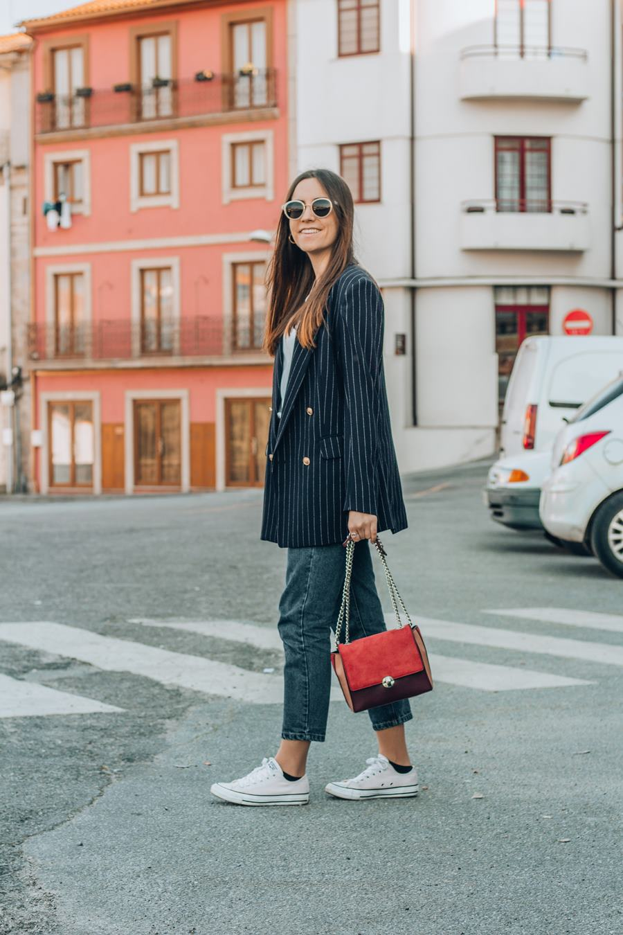 mom jeans navy blazer sneakers outfit