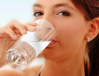 Manfaat Minum air Putih Hangat